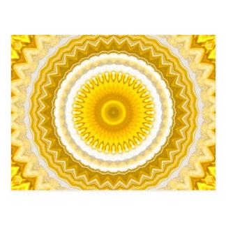 Cartão Postal Teste padrão amarelo da mandala do Daffodil