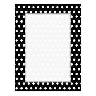 Cartão Postal Teste padrão de bolinhas preto e branco. Manchado