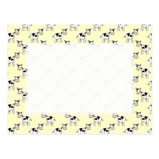 Cartão Postal Teste padrão preto e branco da vaca na luz -
