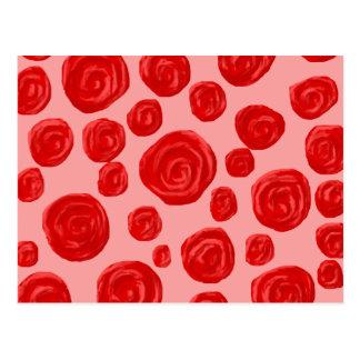Cartão Postal Teste padrão romântico da rosa vermelha. No rosa