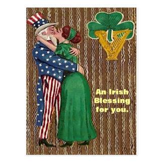 Cartão Postal Tio Sam & senhora irlandesa Beijo