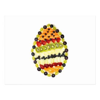 Cartão Postal Torta dada forma ovo da fruta com várias frutas