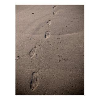 Cartão Postal Traços na areia - pegadas da praia