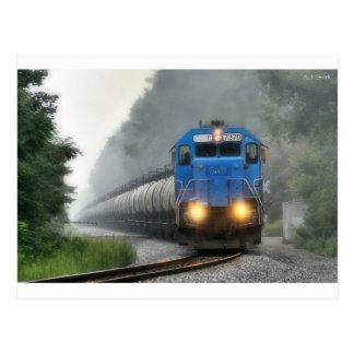 Cartão Postal Trem do álcool etílico na névoa