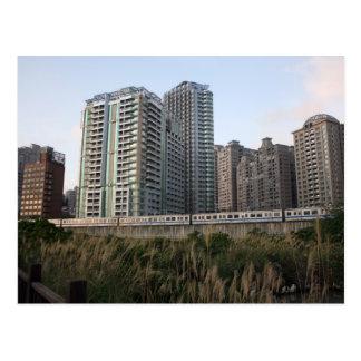 Cartão Postal Trem do metro de Taipei que aproxima Hongshullin