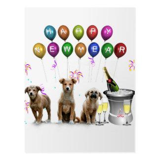 Cartão Postal Três cães bonitos que desejam o feliz ano novo