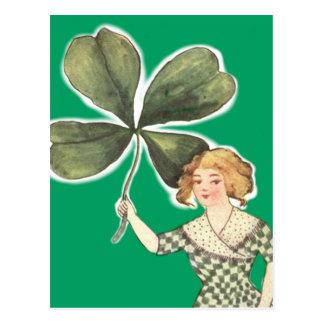 Cartão Postal Trevo irlandês da folha da menina quatro retro