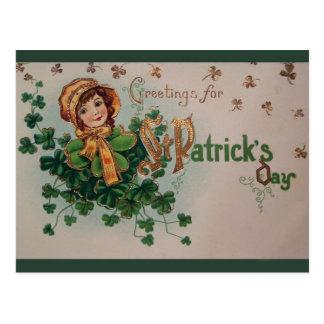 Cartão Postal Trevos do dia de St Patrick do vintage e rapariga