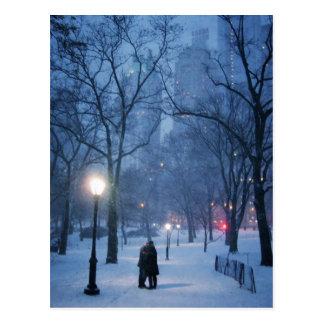 Cartão Postal Um beijo morno em uma noite fria