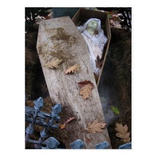 Cartão Postal Um Ghoul grave no Dia das Bruxas - fotografia