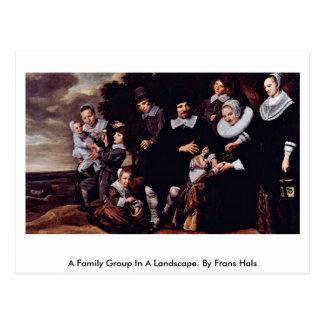 Cartão Postal Um grupo da família em uma paisagem. Por Frans