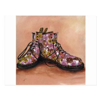 Cartão Postal Um par de botas florais favoritas