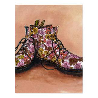 Cartão Postal Um par de botas floridos estimadas