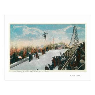 Cartão Postal Um salto do competiam do esqui