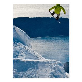 Cartão Postal Um salto do snowboarder