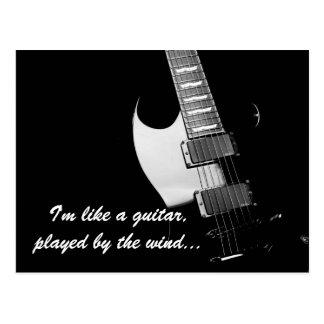Cartão Postal Uma guitarra preta
