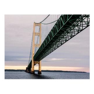 Cartão Postal Uma vista da ponte de Mackinac do Lago Michigan 2