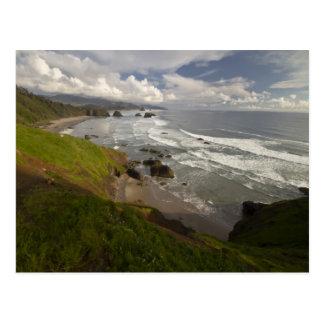 Cartão Postal Uma vista da praia do canhão na costa de Oregon
