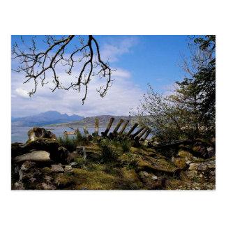 Cartão Postal Uma vista de Ord através do Loch Eishort, Scotland