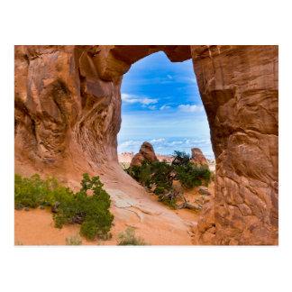 Cartão Postal Utá, EUA. Arco do pinheiro no parque nacional dos