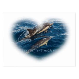 Cartão Postal Vai o azul para o golfinho da mãe e da criança do