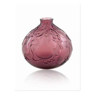 Cartão Postal Vaso de vidro do art deco roxo que descreve peras