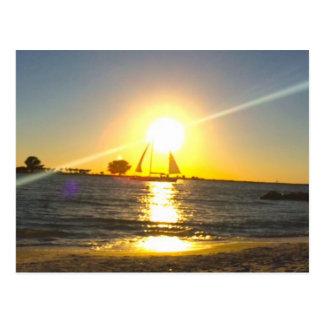 Cartão Postal Veleiro no por do sol