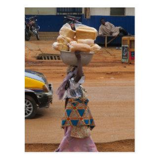 Cartão Postal Vendendo o pão em Ghana