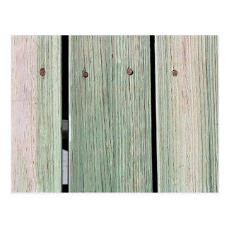 Cartão Postal Verde e passagem de madeira da prancha de Brown