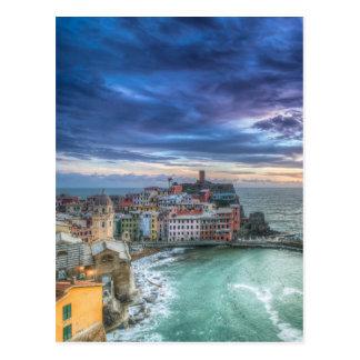 Cartão Postal Vernazza no por do sol, Italia