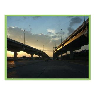 Cartão Postal Via expressa bonita de Omaha com pontes bilaterais