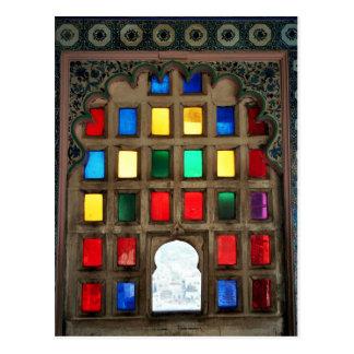Cartão Postal Vidro colorido em um quadro de janela de madeira