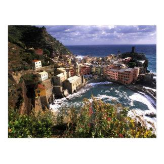 Cartão Postal Vila bonita de Vernazza no Cinque
