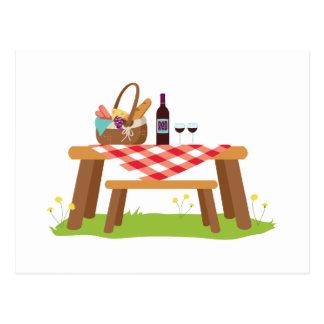 Cartão Postal Vinho da cesta da mesa de piquenique