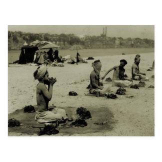 Cartão Postal Vintage India, Taj Mahal, homens santamente Hindu