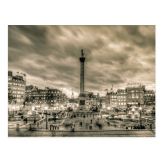 Cartão Postal Visitantes no quadrado de Trafalgar, Londres