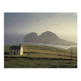 Cartão Postal vista aérea de uma casa de campo em um monte pelo