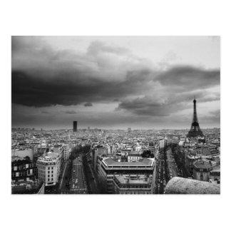 Cartão Postal vista aérea preto e branco de um céu nublado