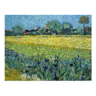 Cartão Postal Vista de Arles com as íris por Van Gogh
