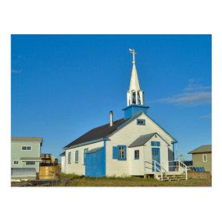 Cartão Postal Vista de uma igreja azul e branca no tribo de Dene