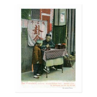 Cartão Postal Vista do caixa de fortuna chinês na mesa