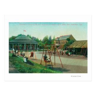 Cartão Postal Vista do campo de jogos das crianças no Golden