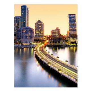 Cartão Postal Vista do mandarino Miami oriental com reflexão