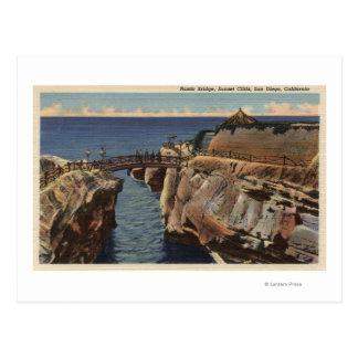 Cartão Postal Vista dos penhascos rústicos da ponte & do por do