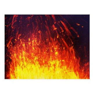 Cartão Postal Vulcão da erupção da noite: lava dos