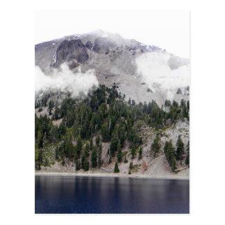 Cartão Postal Vulcão de Lassen da montagem nas nuvens