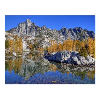 Cartão Postal WA, região selvagem alpina dos lagos, encantamento