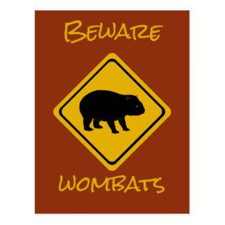 Cartão Postal Wombat australiano do sinal de estrada