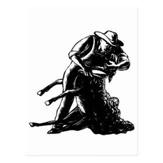 Cartão Postal Woodcut de corte dos carneiros do tosquiador