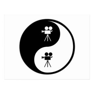 Cartão Postal Yin Yang que opera uma câmera